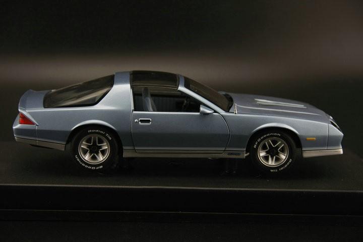 Uncommon sunstar 1:18 1982 CHEVROLET CAMARO Z28 Retro automotive mannequin Alloy automotive fashions Favourite Mannequin