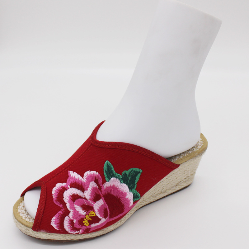 Peony 2015 embroidered shoes woman slippers ethnic embroidery shoes Chinese nation fashion(China (Mainland))