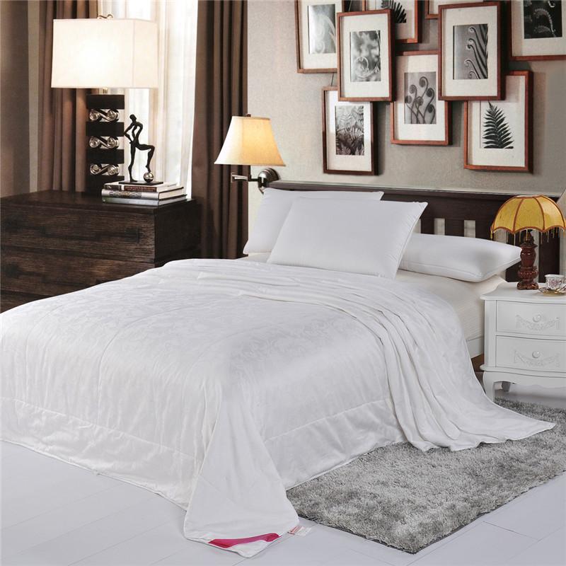white color silk comforter high quality summer quilt 100% cotton fabrics 200*230cm(China (Mainland))
