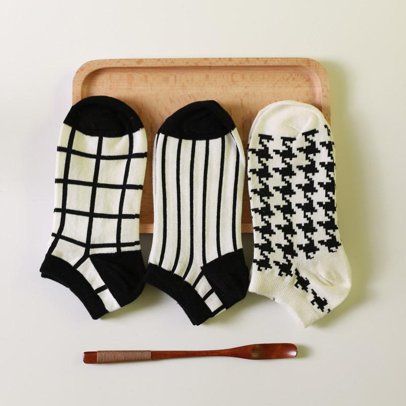 20Pairs/Lot MS summer thin pure cotton socks female black and white striped socks retro Houndstooth female socks(China (Mainland))