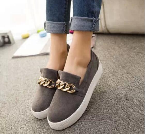 Обувь к платью на плоской подошве