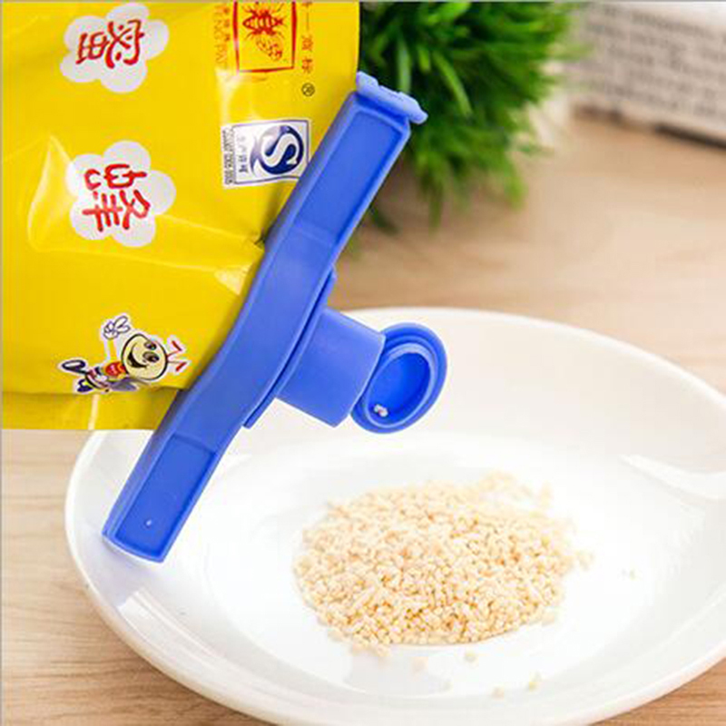 Creative Reuseable Bag Clip Storage Food Fresh Clips Sealing Kitchen Sealer With A Cap Type Spray Nozzle(China (Mainland))