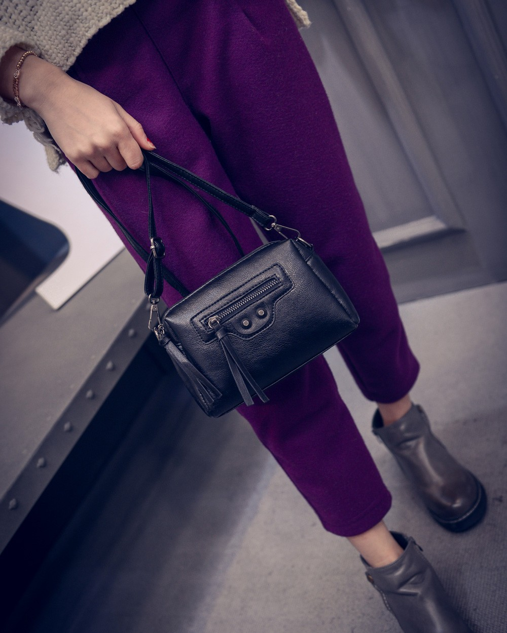 Korean Style Fashion Simple Shoulder Bag Front Zipper Rivets Designer Small Bag Women Retro Casual MINI Bag Crossbody Bag