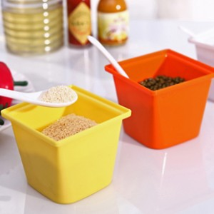 Temperos Cooking Tools Potes Kitchen Storage Bright And Colorful Plastic Condiment Seasoning Box Fashion Spice Jar With A Lid(China (Mainland))
