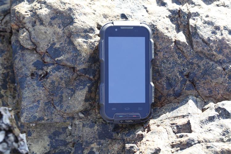 2016 hot sale 100% new original OINOM NOMU LMV9 8G Version three anti-smartphone Dustproof cell phone free shipping instock(China (Mainland))