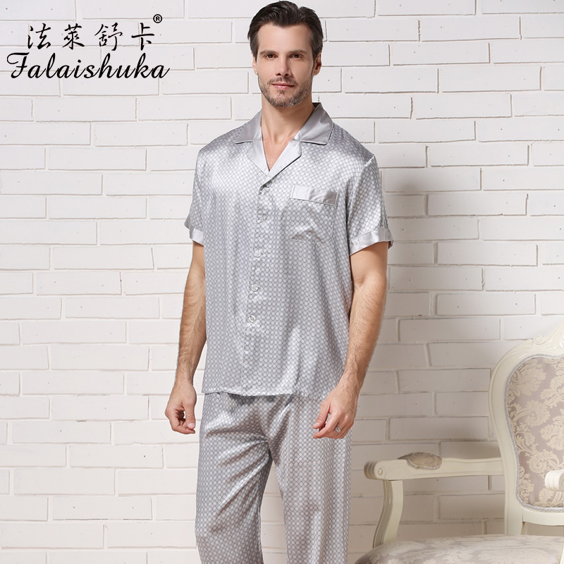 Sears has men's sleepwear in a wide variety of sizes and styles. A flannel pajama set is sure to provide some much need insulation during those cold winter months. The long-sleeve crew neck shirt and straight-cut pant have handy pockets, rugged seams and are machine washable for easy care.