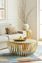 The sitting room tea table. Round, wrought iron golden. Do old coffee table.(China (Mainland))
