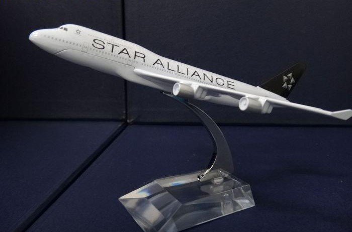 1:400 plane model Boeing 747-400 Star Alliance aircraft B747 Metal simulation airplane model for kid toys Christmas gift(China (Mainland))