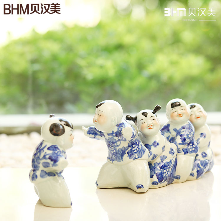 Decoration home accessories modern Chinese Jingdezhen ceramics decorative sculpture of blue and white furnishings of chicken(China (Mainland))