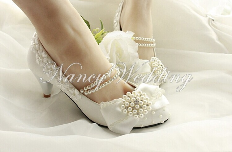 New Fashion Style Handmade Lace Pearl Princess Shoes Low Heel Bowtie Amond Toe Shoes Evening Party Bridal Wedding Shoes