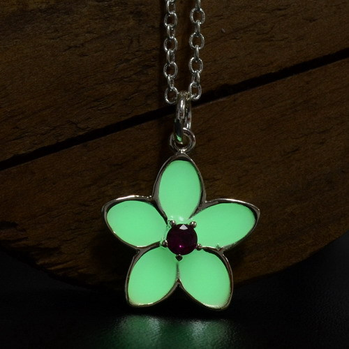 2015 Women Glowing In Dark Necklace Classic Style Flower Pendant Necklaces Luminous Blue Green Necklace For Female(China (Mainland))