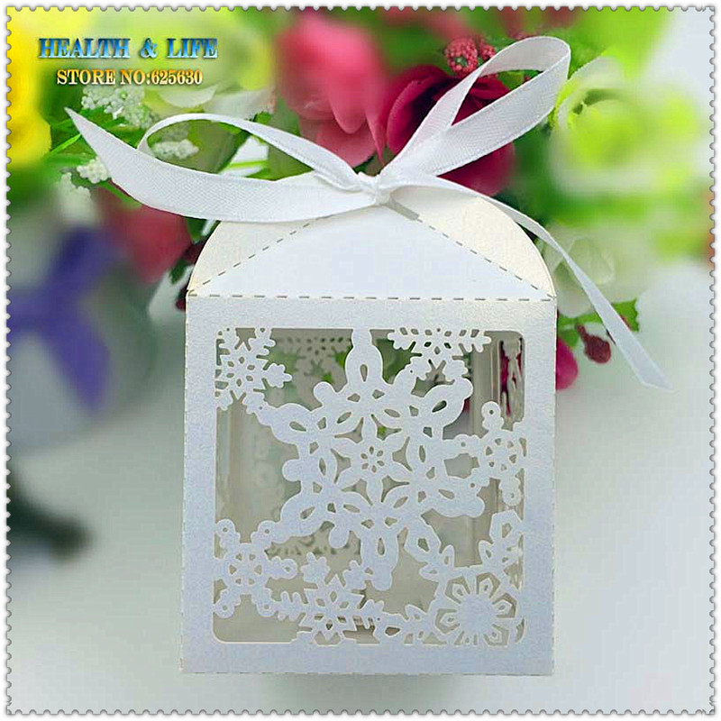50PCS 2016 Laser Cut Snowflake Christmas candy box,halloween decoration in Pearlescent paper ,party show candy box,Chocolate Box(China (Mainland))