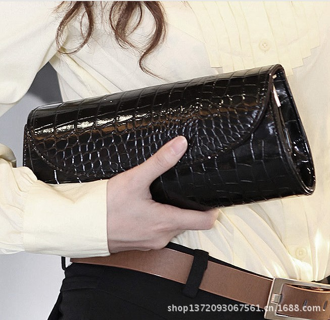 2014 new European and American fashion trend patent leather clutch bag chain bag handbag hand small summer models(China (Mainland))
