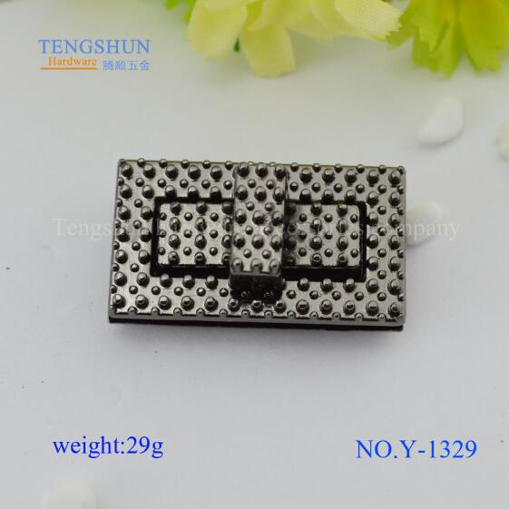(10 pieces / lot) black bumps Reverse handbags luggage hardware accessories locks Creative leather hardware twist lock(China (Mainland))