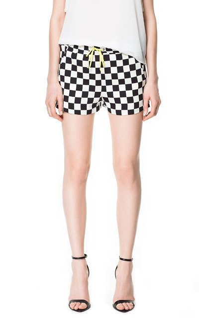 Free shipping 2013 new European style lace black and white plaid shorts Ms.
