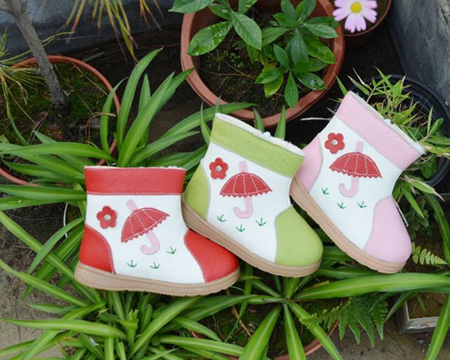 Девушки сапоги из натуральной кожи плюшевая подкладка зонтик цветы на траве весело ...