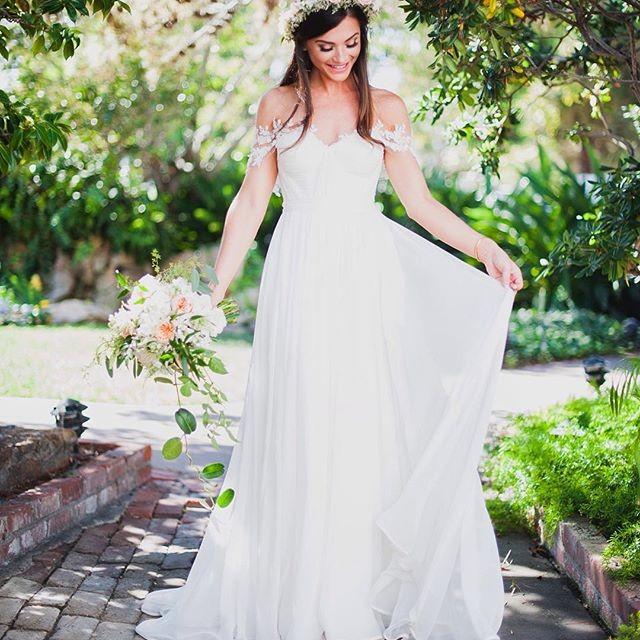 2016 мода романтический длинные свадебные платья милая cap рукавом аппликации кружева женщины свадебные жениться платье для партии vestidos festa