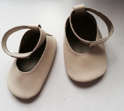 2016 New Genuine Leather Handmade Black Baby Mocc Toddler Baby Moccasins Girls Kids Ballet Shoes First Walker Toddler Soft Shoes<br><br>Aliexpress