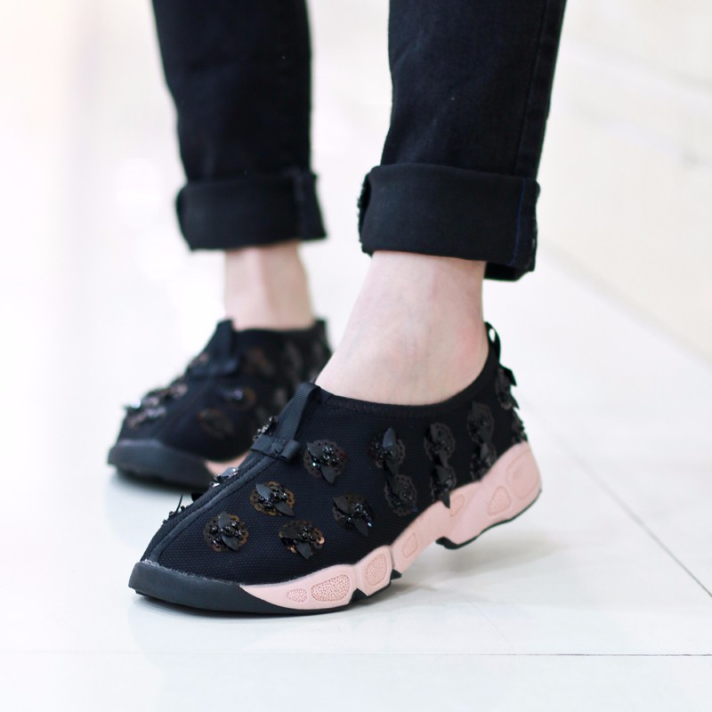 2017sapato feminino Small pepper with paragraph shoes new beaded sequins rhinestone flowers motion shoes women casual flat shoes