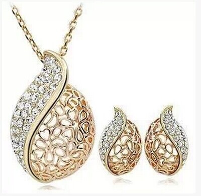 OL is pure and fresh style Love is hollow-out lover leaf bud shape acacia leaves clavicle crystal necklace(China (Mainland))