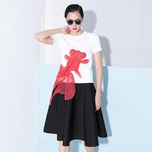 [TWOTWINSTYLE] 2017 лето вышивка красный золотая рыбка аппликация трикотажные с короткими рукавами футболки женщин новая clothing корейский топы(China (Mainland))