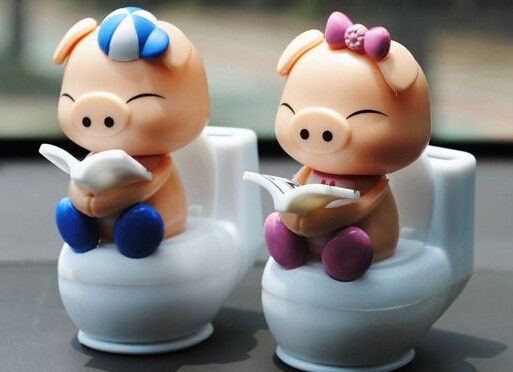 2016 New Cute Cartoon Lovely Dolls Reading Pig ABS + Resin With A Bobble Head Car Styling Mini Solar Powered Shaking Head Toys(China (Mainland))