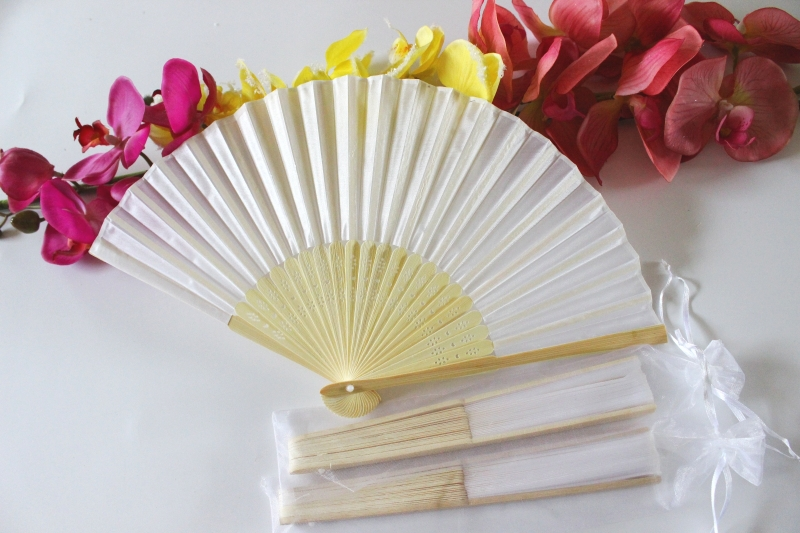 Free shipping Wholesale 50pcs/lot White Elegant Folding Silk Hand Fan with Organza Gift bag Wedding & Party Favors Gift(China (Mainland))