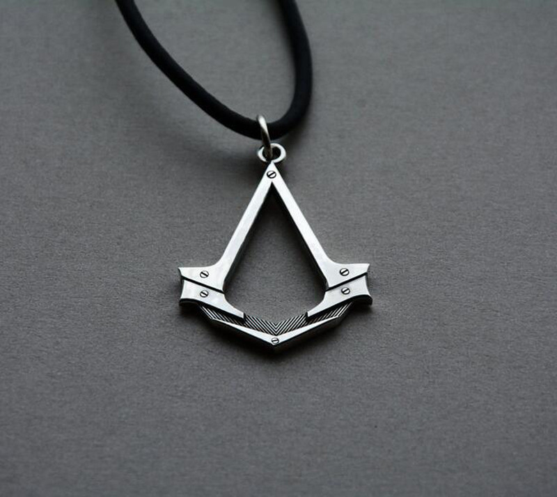 2016 New Assassins Creed necklace the Antique Silver Assassins Cosplay Pendant Game Accessories With Leather Rope