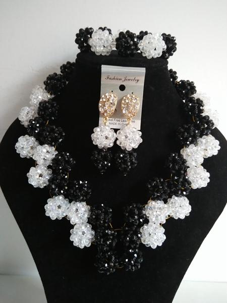 Здесь можно купить  New Style Necklace/Earrings/Bracelet Nigerian women Wedding black white crystal balls Beads Jewelry Set Free Shipping A-21335  Ювелирные изделия и часы