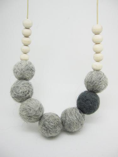 Fade Felt necklace ball beaded light grey and dark grey felt ball wooden beaded necklace NW489(China (Mainland))