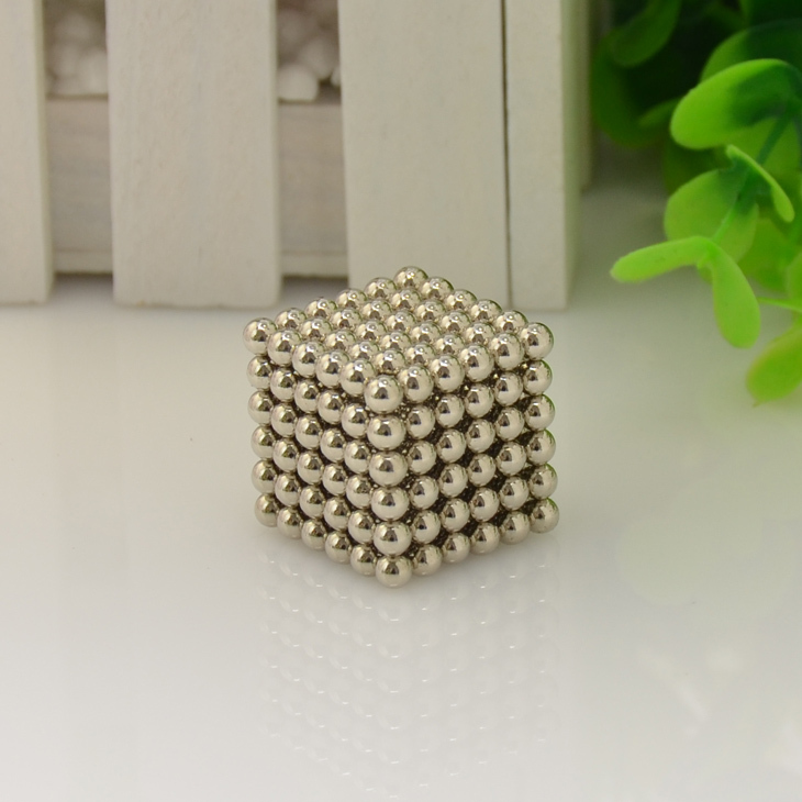 Hot Selling 4mm Size 216 Magnetic Balls Grade N35 Magic toy Puzzle Magnet Block Cubo Magico Education Toys +metal Box+bag+card(China (Mainland))