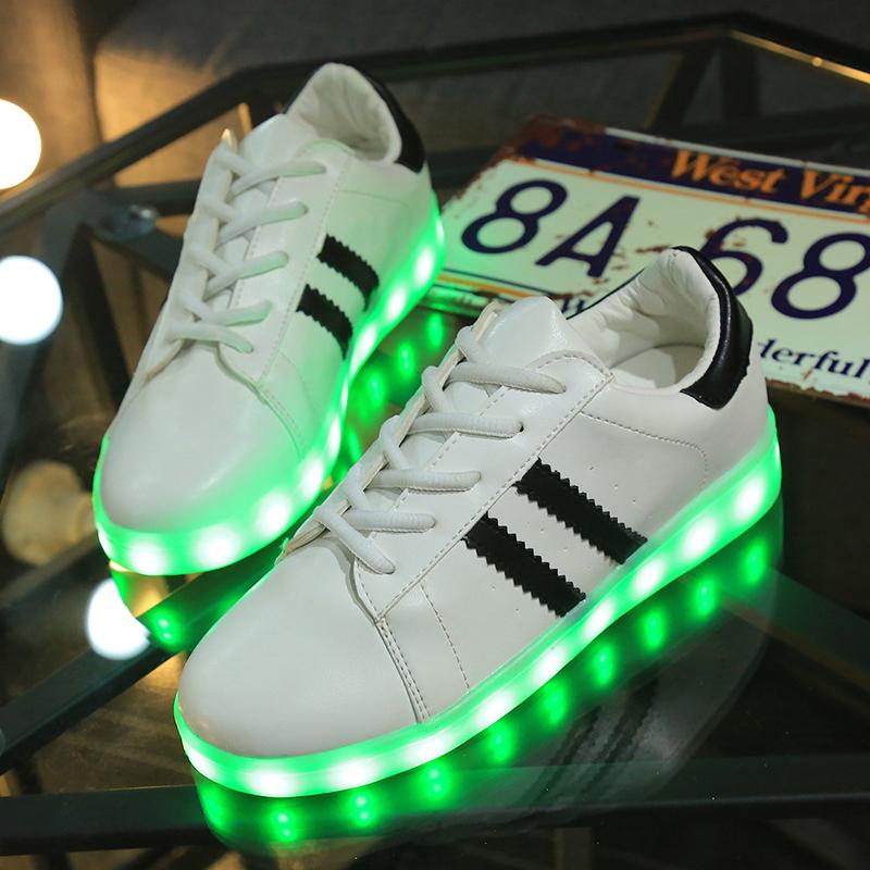 Adidas superstar qui s 39 allume - Lampe qui s allume en la touchant ...