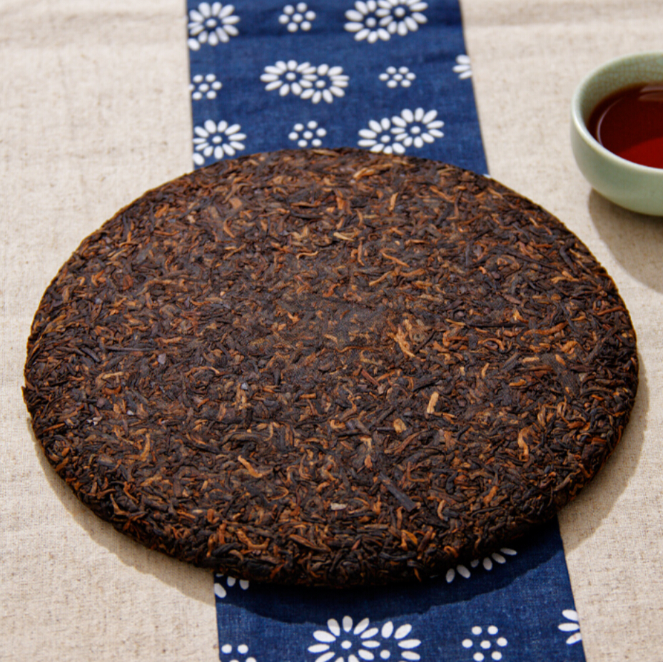 Made in1969 raw pu er tea,oldest puer,ansestor antique,honey sweet black tea,dull-red pu erh tea,ancient tree free shipping(China (Mainland))