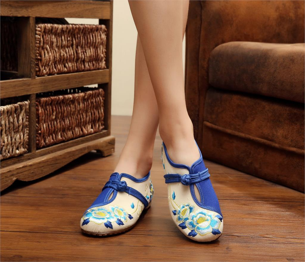 2 Colors Autumn Fashion Womens Shoes Old Peking Demin Flats,Ladies Twin flowers Embroidery Soft Sole Casual Shoes Big Size <br><br>Aliexpress