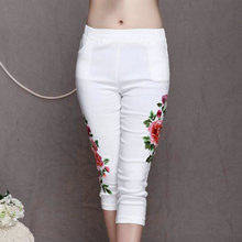 High Quality Blacn And White Embroidery Flowers Casual Pant Large Size Summer Women New Fashion Vintage Calf Length Capris(China (Mainland))
