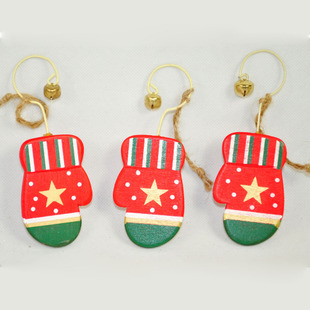 European version of the hand- painted Christmas gift boutique baby love green gloves hanging with wooden bells 1 pair 15G(China (Mainland))
