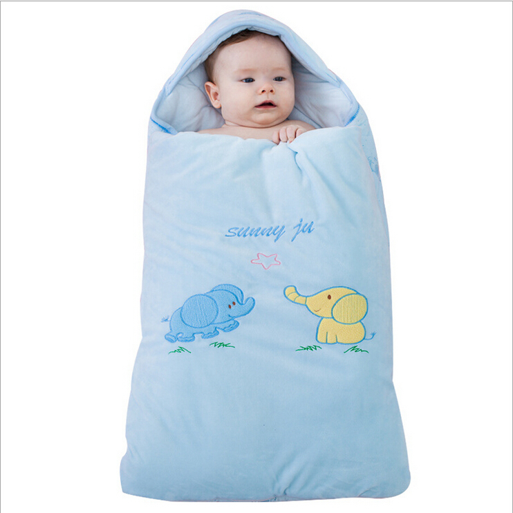 Keep baby cozy and secure in the Baby Deedee® Sleep Nest® Lite Baby Sleeping Bag. Gently place the baby in, and close 2 simple shoulder snaps for undisturbed slumber. The double layer of soft cotton will keep baby comfortable in any temperature.