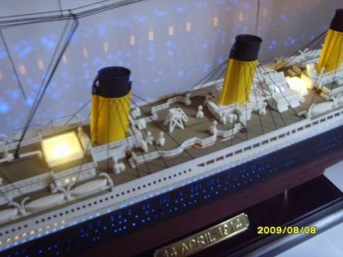 1:360 Titanic kit passenger liner ship model with light and cell box(China (Mainland))