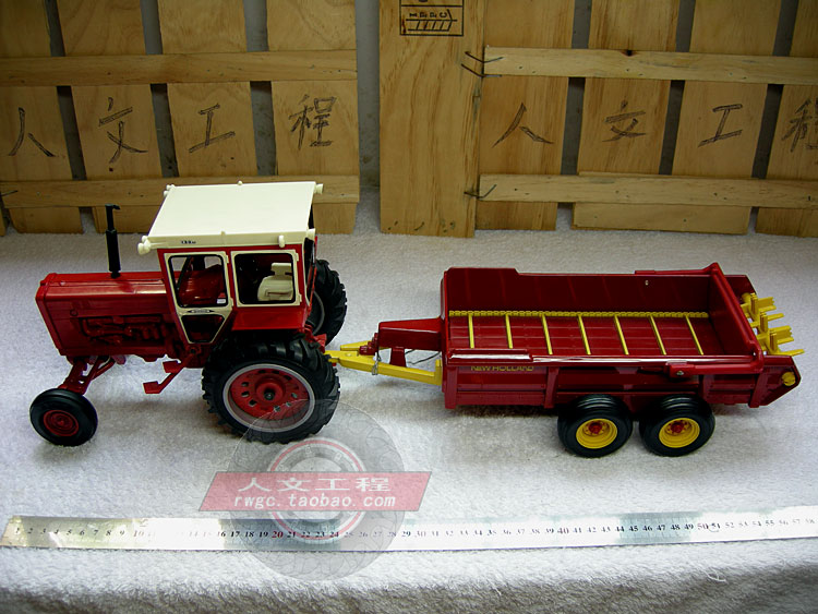 New Holland NEW HOLLAND fertilizer spreader tractor trailers, agricultural mannequin US ERTL 1:16