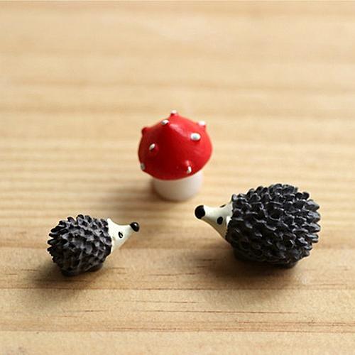 Hot new 3pc Micro Landscape Plant Garden Decor Stakes Craft Bonsai Deco Resin Hedgehog(China (Mainland))