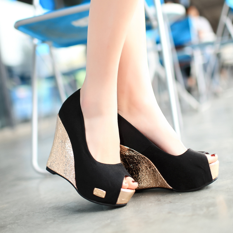 Luxury Different From The Subtleness On The Runway Of Fashion Week, The Shoes From Christian Dior 2014 Spring Haute Couture Are Loud And Clear About This Square Toe Trend For Women Fashion Shoes  It With A Plastic High Wedge Saint Laurent And