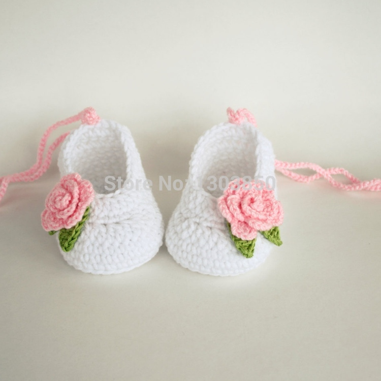 Discover baby girl shoes to take your little one on a grand adventure. Find infant girl shoes, baby girl headbands & more baby accessories at Tea Collection.