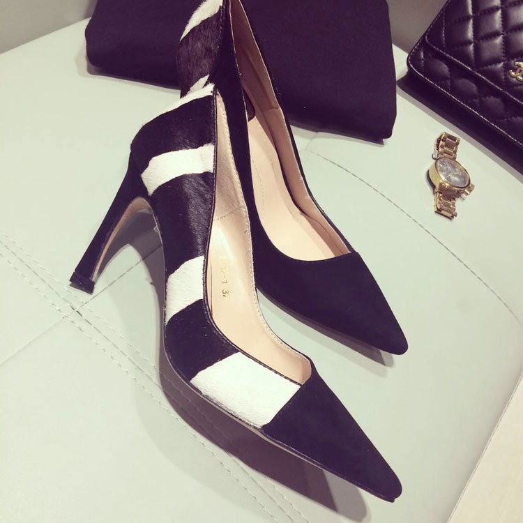 Фотография Elegance female pointed hoof heels, genuine leather black and white horse hair pumps, office ladies heels free shipping