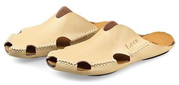 Мужчины сандалии в лето приходят мужчины в кожа тапочки заголовок с лежа мужчины ...