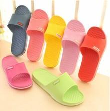 Любители летние тапочки домашние женщины летние скольжению дома пластиковые ванная комната тапочки(China (Mainland))