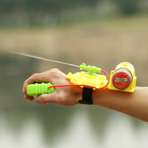 2015 New Wrist Water Guns Toys Intelligent Children Kid Cool Interesting Convenient Spray Freeshipping(China (Mainland))