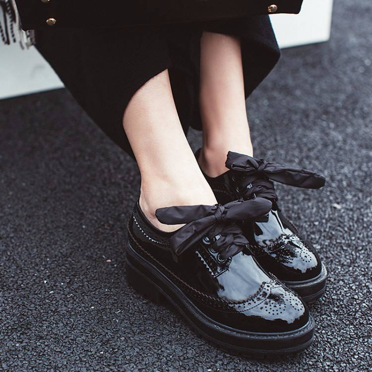 Fretwork Vintage Brogue Shoes Woman Platform Flats Lace-up Women Oxfords British Style flat Creepers Casual Women Shoes A009