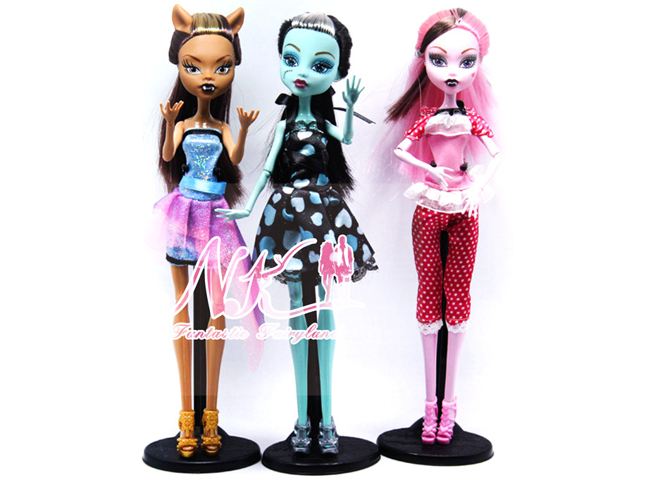 NK Trend Dolls four pcs/set Draculaura/Clawdeen Wolf/ Frankie Stein / Black WYDOWNA Spider Moveable Physique Women Toys Present No Field
