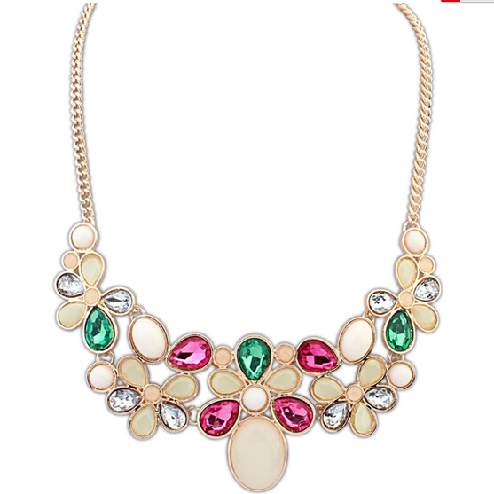The new European and American fashion hot temperament short necklace vintage baroque decoration Chain Bib Statement Necklace(China (Mainland))