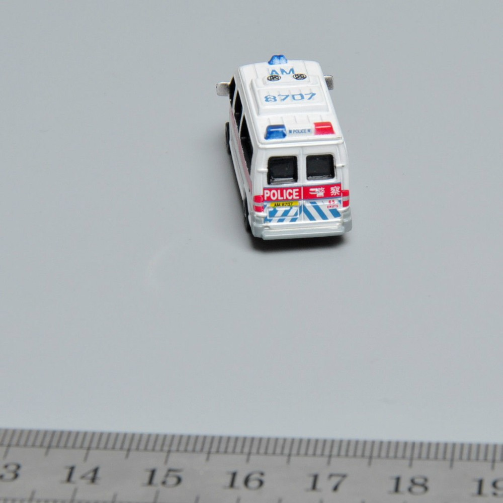 Mini 1/150 Scale White Police Mannequin Automobile Automobiles Children Toys Alloy Diecast Automobile AM 8707 juguetes Mannequin Toys For Youngsters Items B
